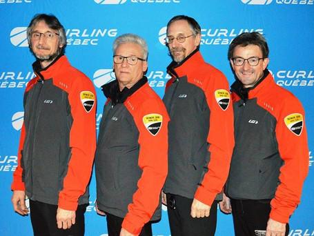 Guy Carignan reçoit le prix Réjean Paré au Championnat Provincial senior masculin