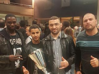 Coach Karim récompensé par le maire.