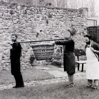 La barre à débarder pour manipuler le panier mannequin sur les épaules. La hotte fut très peu utilisée en Champagne sauf dans certains secteurs.