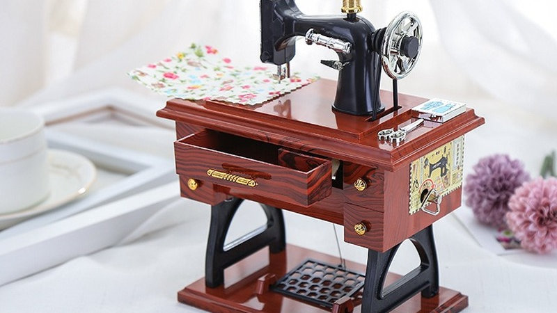 Antique Sewing Machine Elegant Music Box Retro Imitation Wood