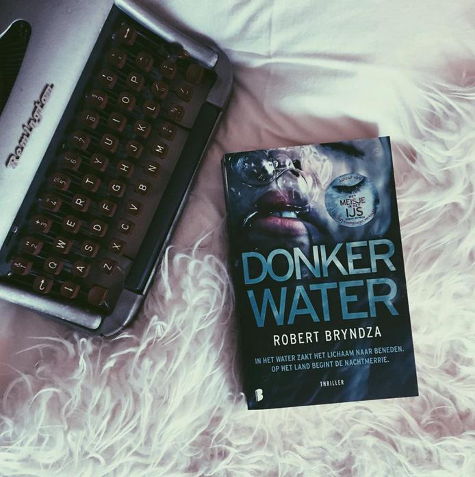 Donker water - Robert Bryndza