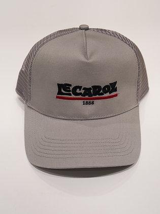 Gorra de verano con  logo Lecároz bordado.