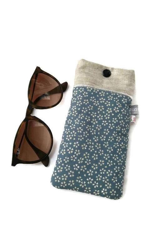 Etui à lunettes en tissu japonais fond bleu fleurs cerisier sakura