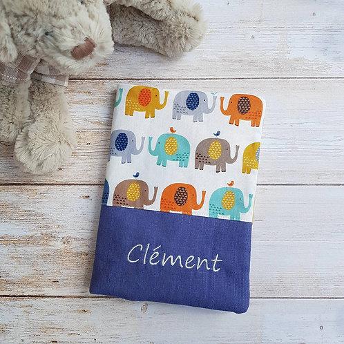 Protège carnet santé personnalisable coton motifs éléphants et toile bleue