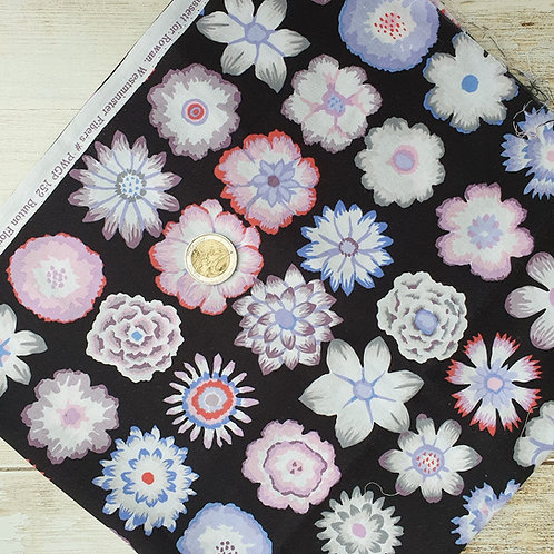 Coupon tissu patchwork fleurs fond noir