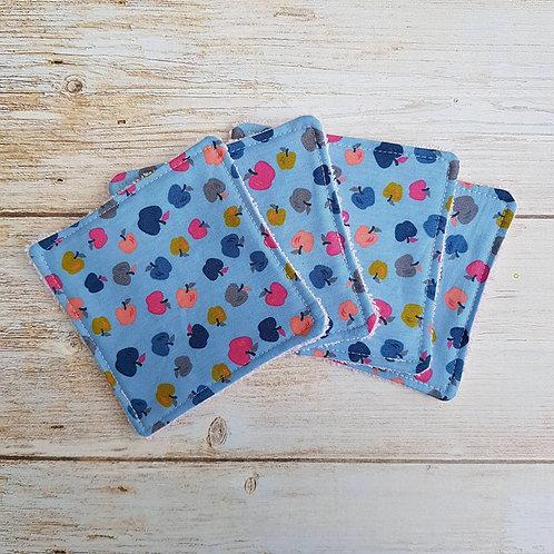 Lot 5 lingettes coton fond bleu motif petites pommes et éponge