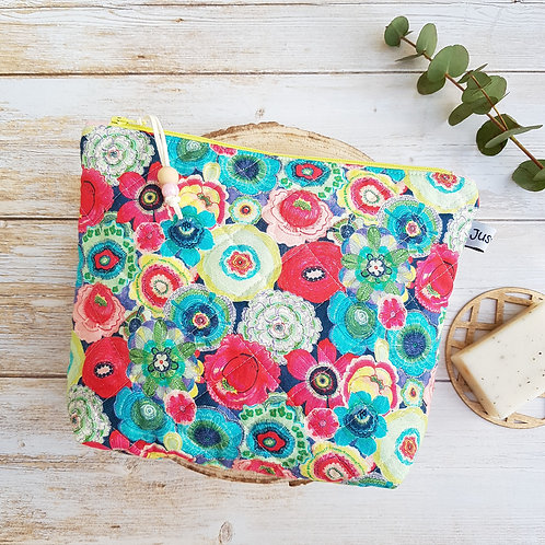 Trousse de toilette coton matelassé fleurs colorées, intérieur imperméable