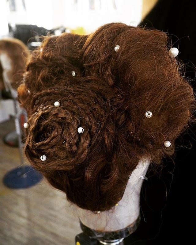 Elizabethan hairstyle