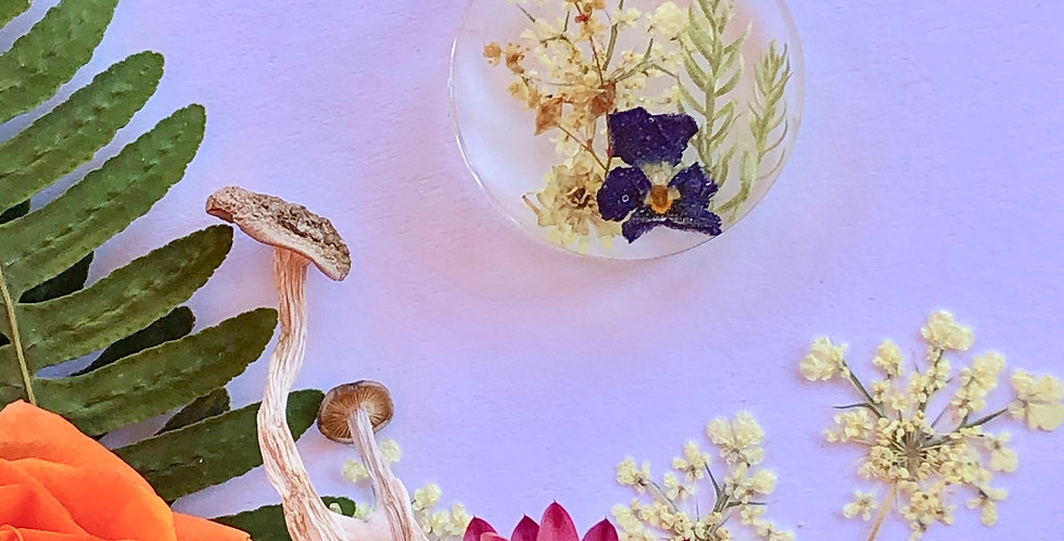 Queen Anne's Lace, Viola, Elderflower & Evergreens