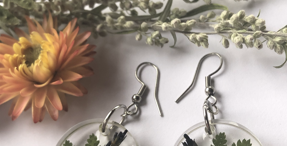 Chamomile, Lavender, Queen Anne's lace, Mugwort & Fern