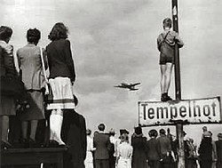 250px-Germans-airlift-1948.jpg