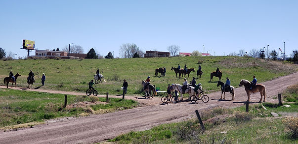 Poker RIde 2019 horse and bikers on cour