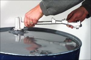 15 1-2 Inch Universal Drum Plug Wrench,