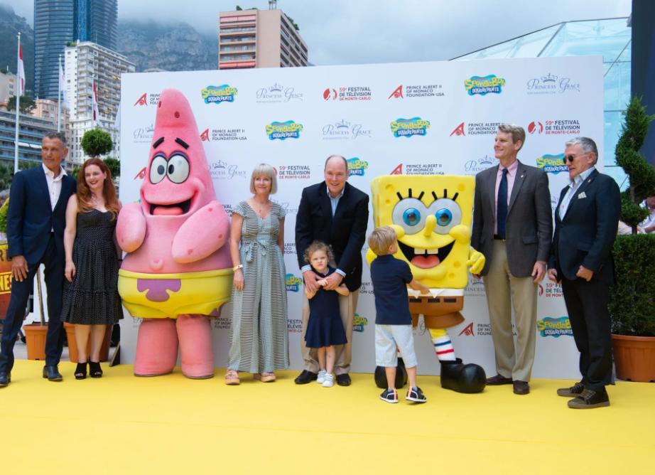 Prince Albert II and Brisa Trinchero with Princely children with the mascots of Spongebob Squarepants