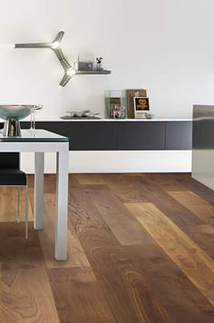 Pavimento in legno LARGE Rovere Thermo Rustico Tono Medio Spazzolato Oliato