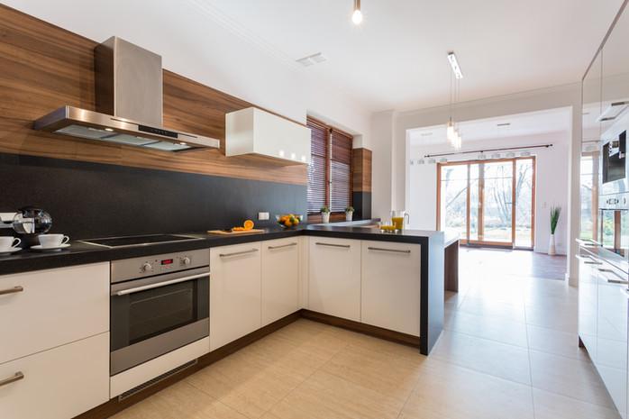 La cucina di Silvio, Sara e i piccolo Mattia,Luigi. Cucina SNAIDERO modello FUN, piano di lavoro in DEKTON, pavimento in gres PORCELANOSA