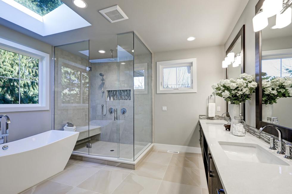 Il bagno di Cristian e Ilaria. Ristrutturazione bagno con box doccia SAMO, mobile serie YORK CERASA con piano e lavabo in Ocritec. Rubinetterie NOBILI