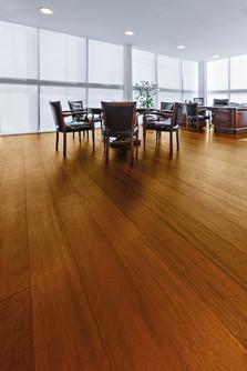 Pavimento in legno LARGE Iroko Spazzolato Verniciato