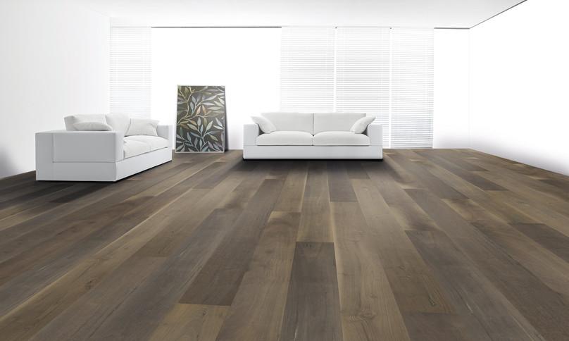 Pavimento in legno LARGE Noce Americano Rustico Spazzolato Verniciato Uragano