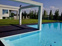 applicazione resine per piscine esterne