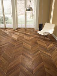 Pavimento legno LOFT 45° Rovere Thermo Commerciale Tono Medio Oliato velato bianco Hyndra con effetto tarlo