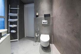 applicazione microcemento resina in bagno