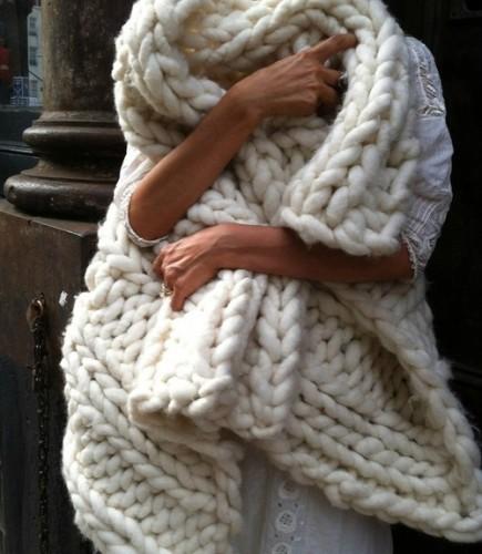 55404b523fc Voici la sélection de plaid tricot pour vous     . Laine tres grosse