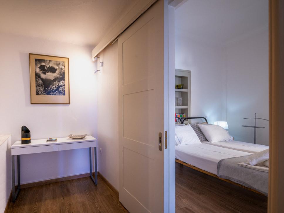 Airbnb Aegina booking