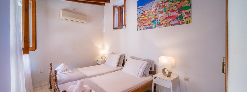 Aegina house to book