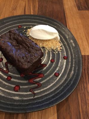 Brownie de Chocolate com Gelado de Natas Sem Açúcar