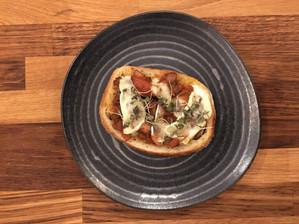 Tosta de Cogumelos Bourguignon com Brie