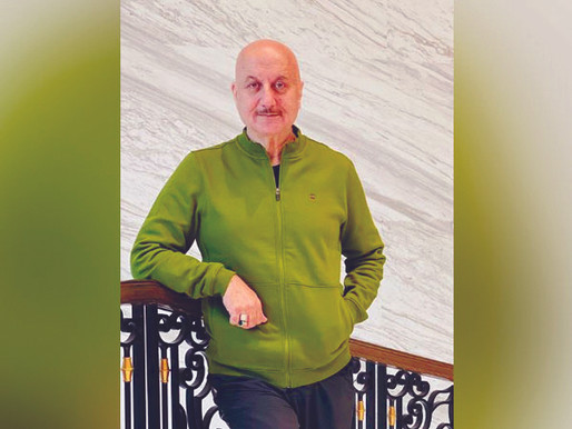 Anupam Kher Is Choked With Emotions As He Completes 37 Years In Bollywood!