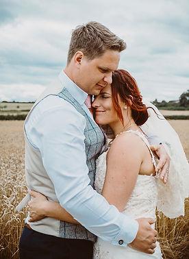 Bride_and_groom_natural_Vicky_Lewis_wedd