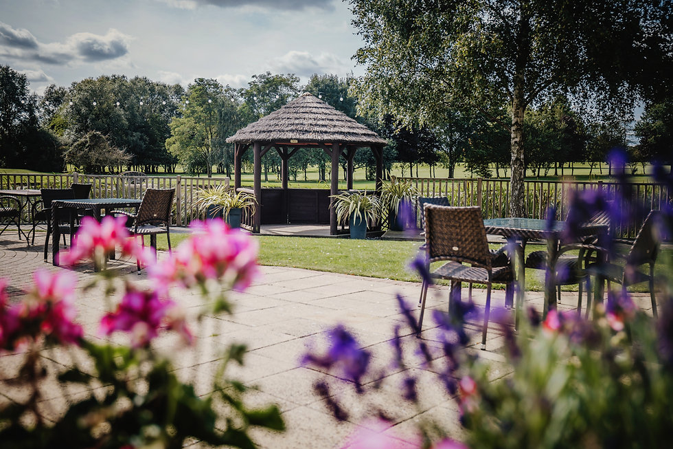 Beautiful_outdoor_ceremony_area_Witney_L