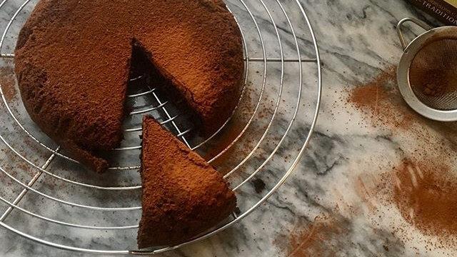 Glorious, flourless chocolate cake