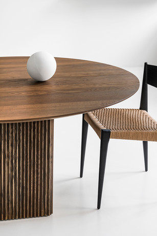 TEN TABLE ROUND_Ø150cm_smoked oak_with P