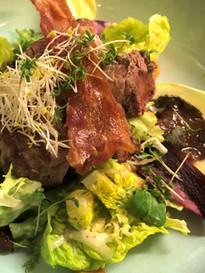 Wildzwijnshaas op salade