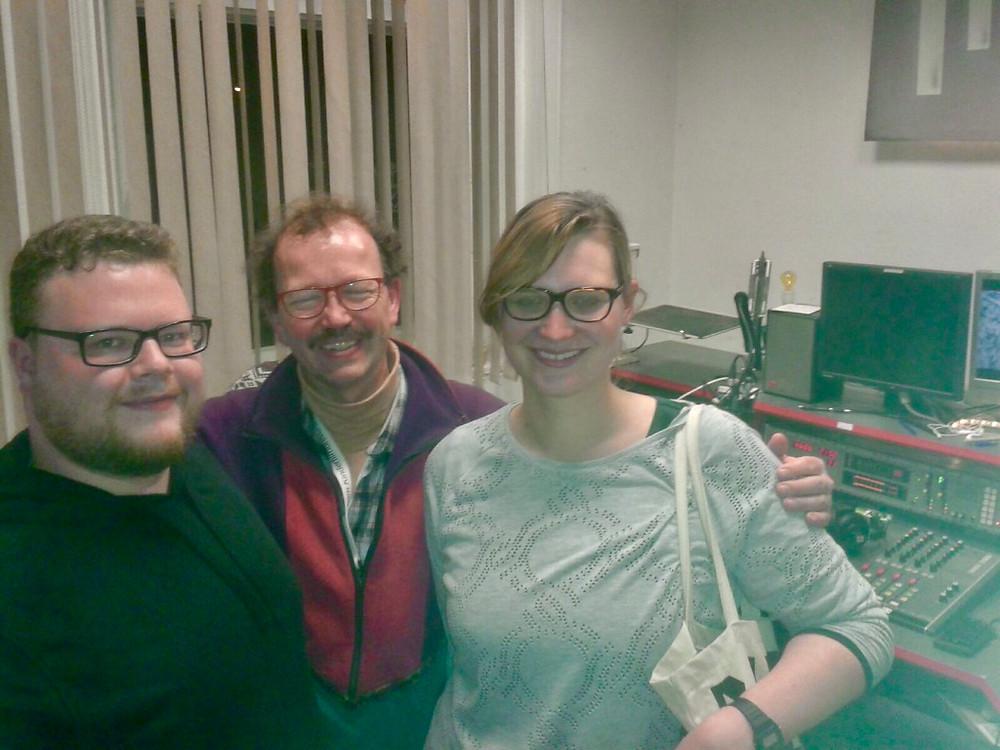 Ein Besuch beim Freien Radio Potsdam. Von links: Daniel Smith, Erich Benesch, Miriam Bußkamp