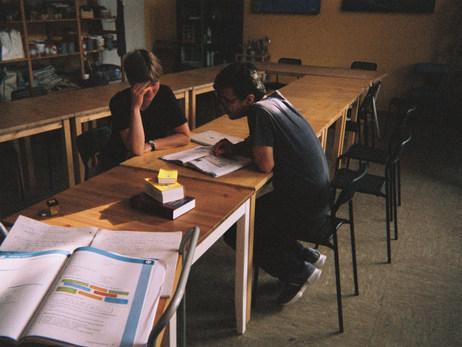 Deutsch lernen ist sehr schwer. Mein Deutschkurs ist in der AWO in Bad Belzig. Ich muss immer üben, üben, üben… Deutsch lernen ist sehr wichtig.