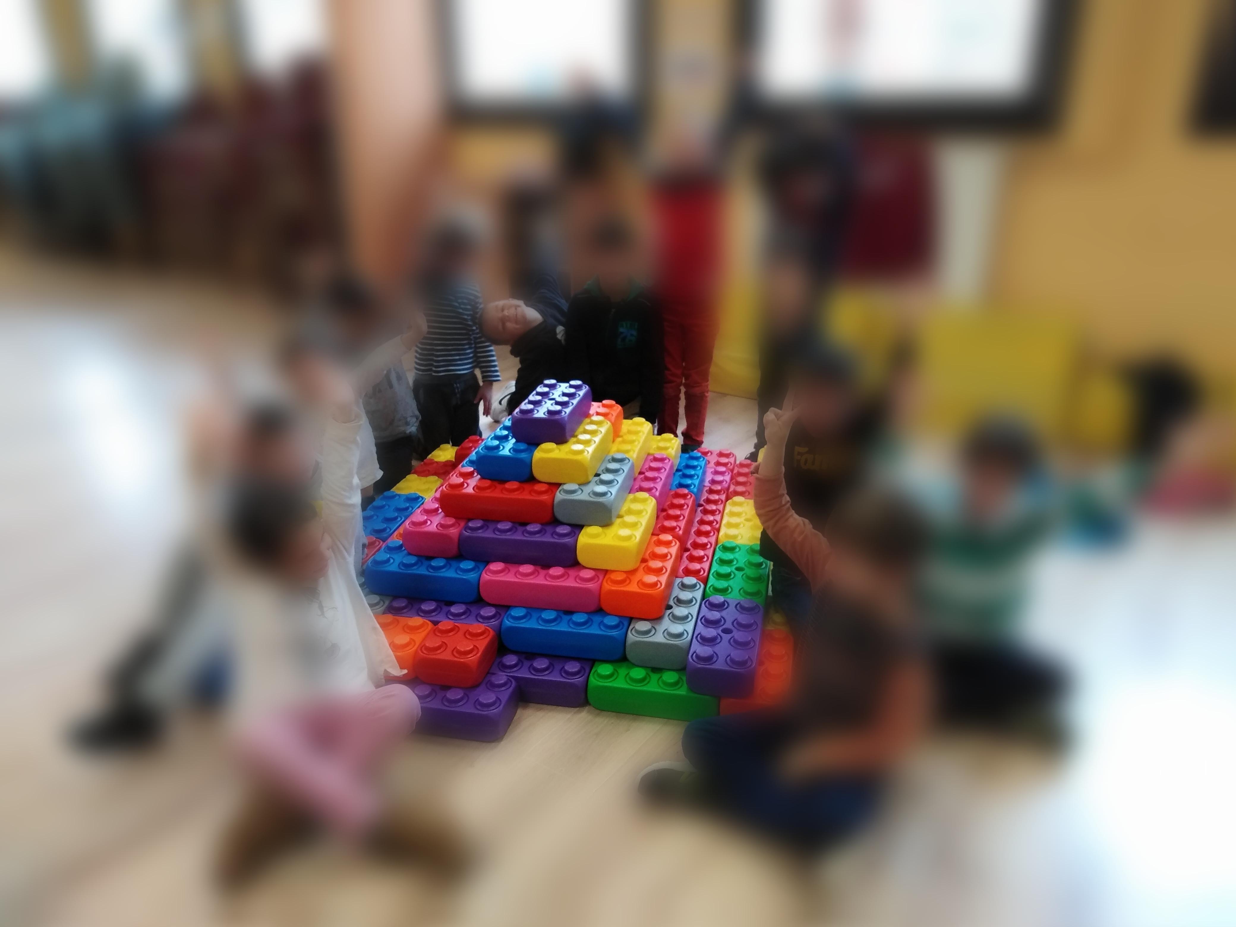 Pyramide en briques géantes