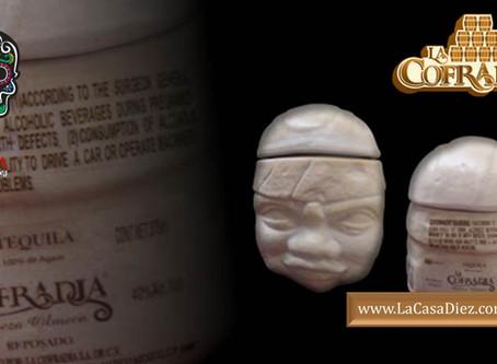 TEQUILA CABEZA OLMECA Extra Añejo, una figura de cerámica de alta calidad.