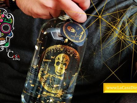 MEZCAL DR. ANGOL, un destilado Artesanal con oro 24k en su interior.