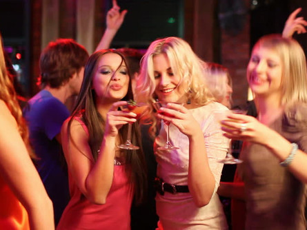 Estudio confirma que mezclar bebidas o destilados no te producen Cruda.