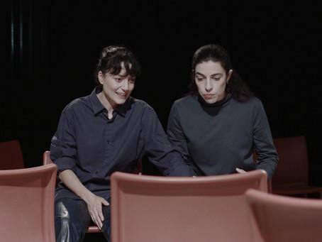 Οι Καρέκλες από το enacttheatre στο FlashArt
