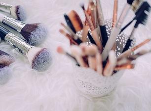 makeup-2586245__480.jpg