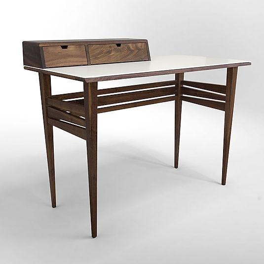 שולחן עבודה בעיצוב סקנדינבי