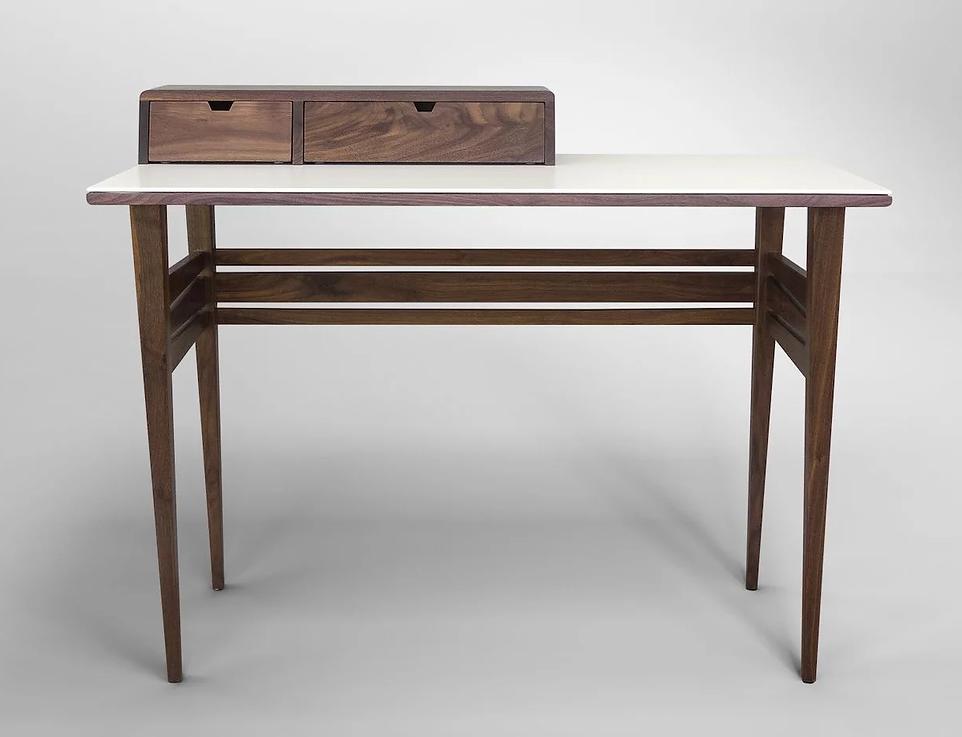 שולחן כתיבה קטן מעוצב