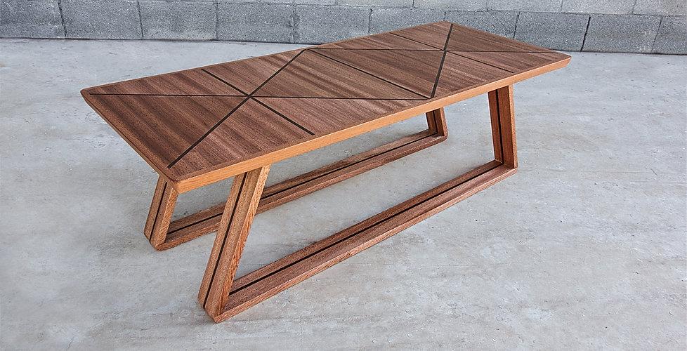 שולחחן סלון מעוצב מעץ מלא