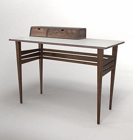 שולחן כתיבה סקנדינבי