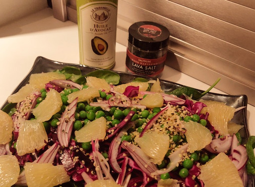 Salat med ærter og pomelo